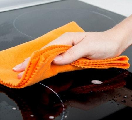 Как и чем чистить стеклокерамическую варочную панель: советы специалистов