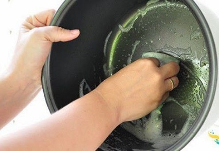 чем помыть мультиварку от запаха