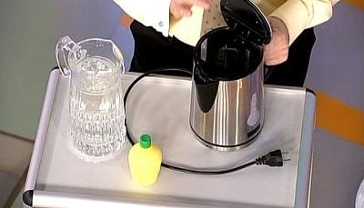 новый чайник воняет пластмассой