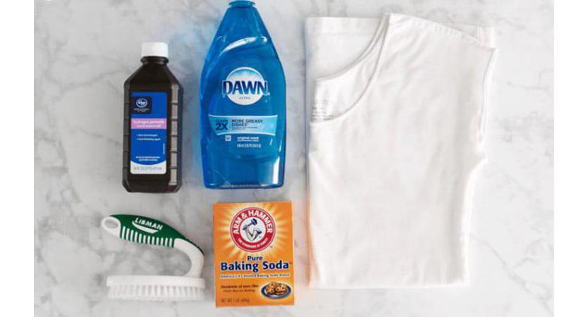 Как отстирать гуашь с белой и цветной одежды в домашних условиях